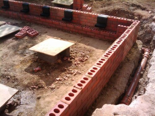 Building The Cavity Wall And Installing Air Bricks My